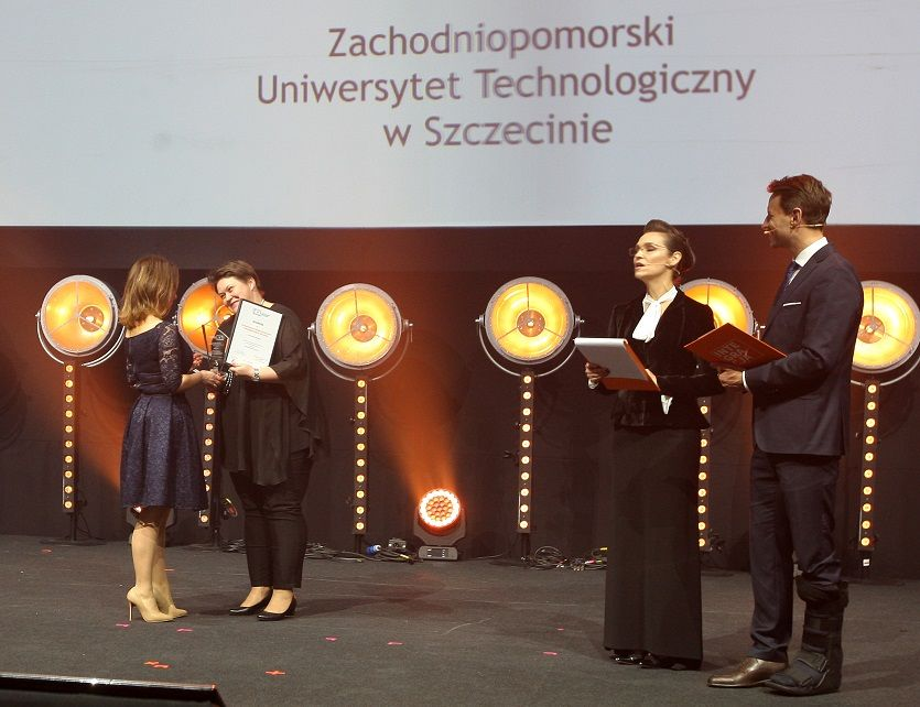 2- Anna Czekalska accepts the award